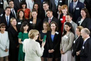 """Bundeskanzlerin Angela Merkel: Fototermin mit den """"Bundeskanzler-Stipendiaten"""" (Alexander-von-Humboldt-Stiftung) 2015"""