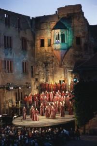 Perfomance musical nos jardins do Castelo de Heidelberg em dias de festival