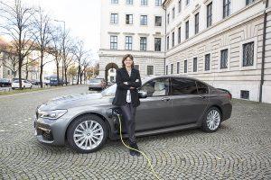 Ilse Aigner Hybridfahrzeug Nov 2016