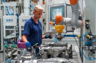 BMW Group investe em cooperação entre homem e máquina