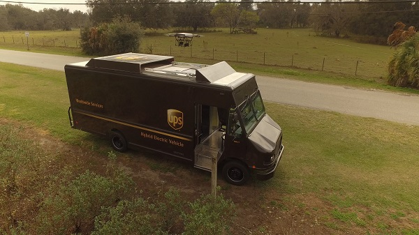 UPS_Package_Car_and_Drone - menor