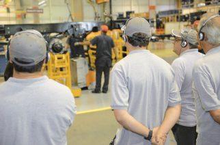 Volkswagen Caminhões e Ônibus leva motorista para visitar fábrica em Resende (RJ)