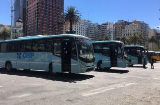 Ônibus Volkswagen transporta estudantes do Uruguai