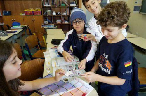 Em clima de Copa, Colégio Humboldt elabora álbum de figurinhas
