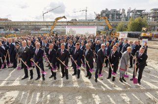 Foto: Divulgação / Cerimônia de início de construção do novo complexo de poliamida 12 na Alemanha.
