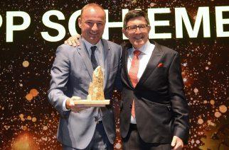 Foto: Philip Schiemer na premiação / Divulgação Mercedes-Benz.