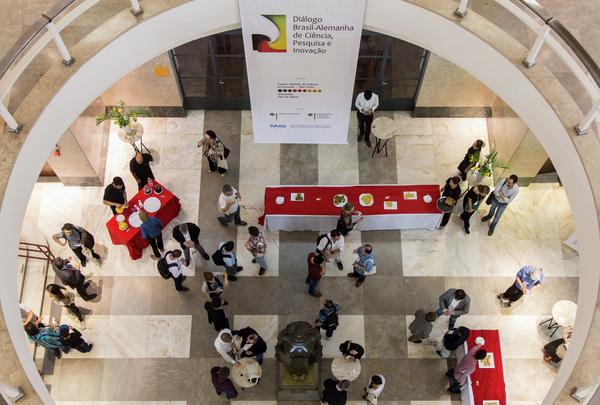 DWIH assina acordo de cooperação com a FAPESP
