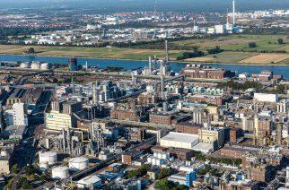 Das Herz der BASF-Gruppe ist die BASF SE mit ihrem Stammwerk in Ludwigshafen am Rhein. Mit etwa 250 Produktionsbetrieben, vielen hundert Laboren, Technika, Werkstätten und Büros auf einer Fläche von rund zehn Quadratkilometern, ist es der größte zusammenhängende Chemiekomplex der Welt. Das Stammwerk der BASF ist auch die Wiege des Verbundkonzepts: Produktionsanlagen, Energieflüsse und Logistik werden intelligent miteinander vernetzt, um Ressourcen so effizient wie möglich zu nutzen. Abdruck honorarfrei. Copyright by BASF.  BASF SE with its main site in Ludwigshafen is the heart of the BASF Group. With around 250 productions facilities, hundreds of laboratories, technical centers, factories and offices in an area of approximately ten square kilometers, the site is the largest integrated chemical complex in the world. As the headquarters of BASF it is also the cradle of the Verbund concept, where production facilities, energy flows and logistics are linked together intelligently in order to utilize resources as efficiently as possible. Print free of charge. Copyright by BASF.