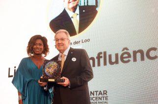 "Theo van der Loo recebe prêmio ""Sim à Igualdade Racial"""