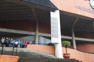 STIHL leva crianças da Vila dos Tocos de São Leopoldo para conhecer o Museu da PUCRS