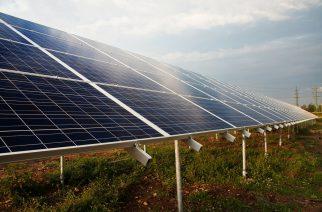 Energia solar em telhados e pequenos terrenos ultrapassa marca de meio milhão de consumidores, segundo ABSOLAR