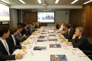 Ex-Chanceler alemão Gerhard Schröder visita a Câmara Brasil-Alemanha de São Paulo