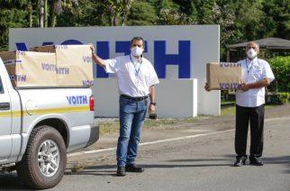 Foto: Gaspar Ferreira Jr., representante da área de Saúde, Segurança e Meio Ambiente da Voith, e Dr. Claudio Abduch, Médico do Trabalho da Voith, momentos antes de partirem em direção ao Hospital Geral de Taipas para realizar a doação, em nome da Voith, das máscaras cirúrgicas de TNT de duas camadas.